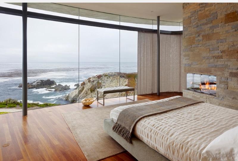 Спальня в этническом стиле с камином