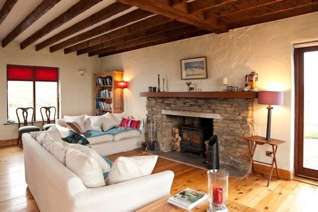 Напольное покрытие гостинной из восстановленной древесины