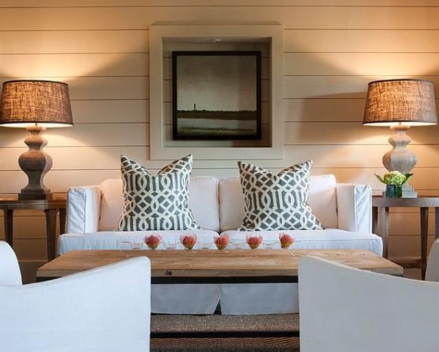Мебельные чехлы в уютном интерьере гостиной