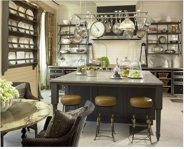 Подвесной держатель кастрюль на кухне