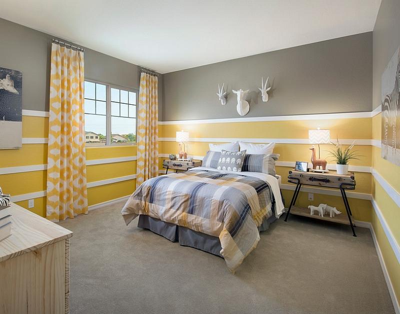 Великолепные симметричные тумбочки в спальне желтого и серого цвета