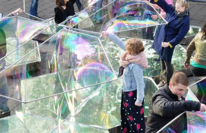 Здание из пузырей Real Bubble Building