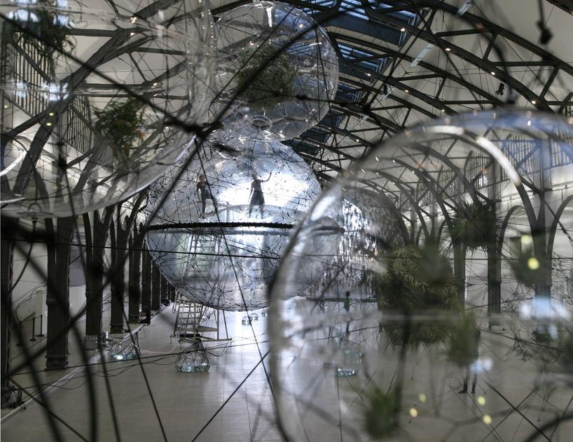 Здание из пузырей: установка «Облачные города»