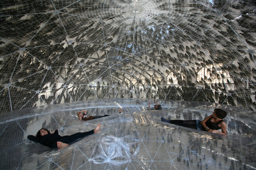 Здание из пузырей от Томаса Сарацена