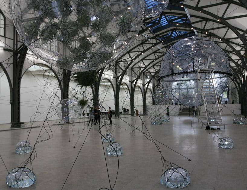 Здание из пузырей: посетители