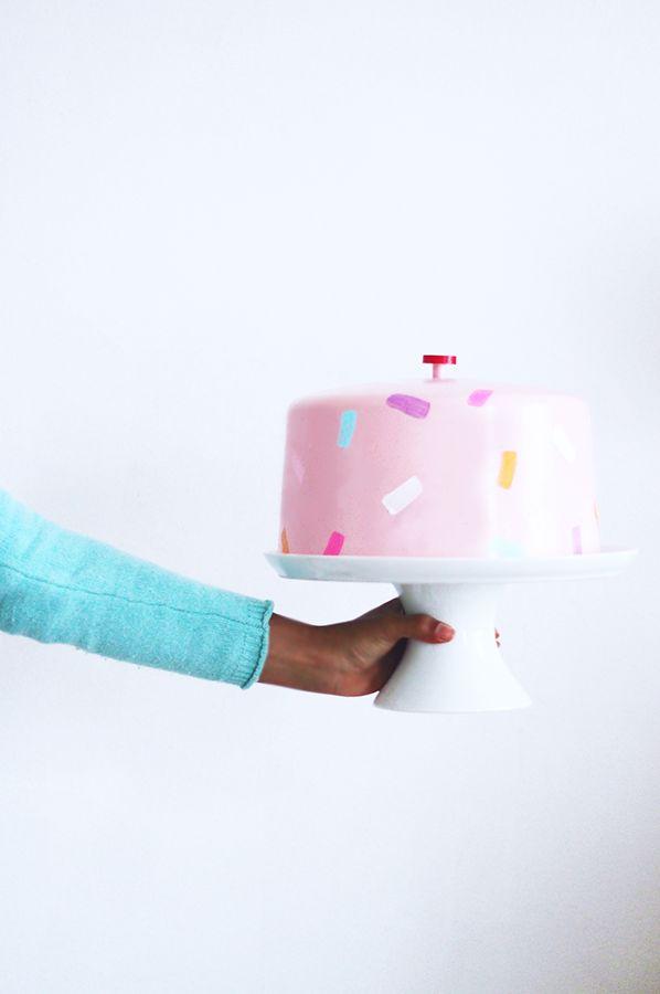 Классическая белая подставка для торта