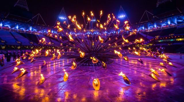 Необычная световая инсталяция на Олимпийских играх от Томаса Хезервика
