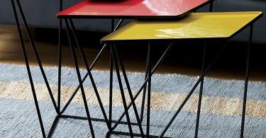 Яркие разноцветные столики с эмалированной поверхностью