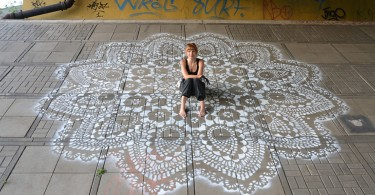 crochet-lace-street-art-02