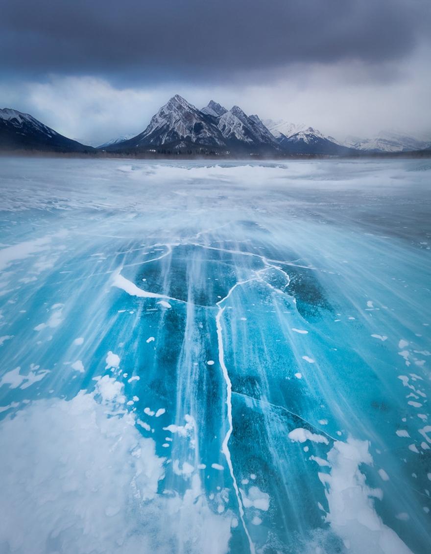 Озеро Abraham в провинции Альберта в Канаде
