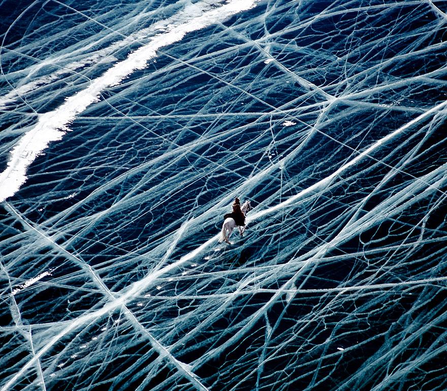 Странник во льдах Сибири в России