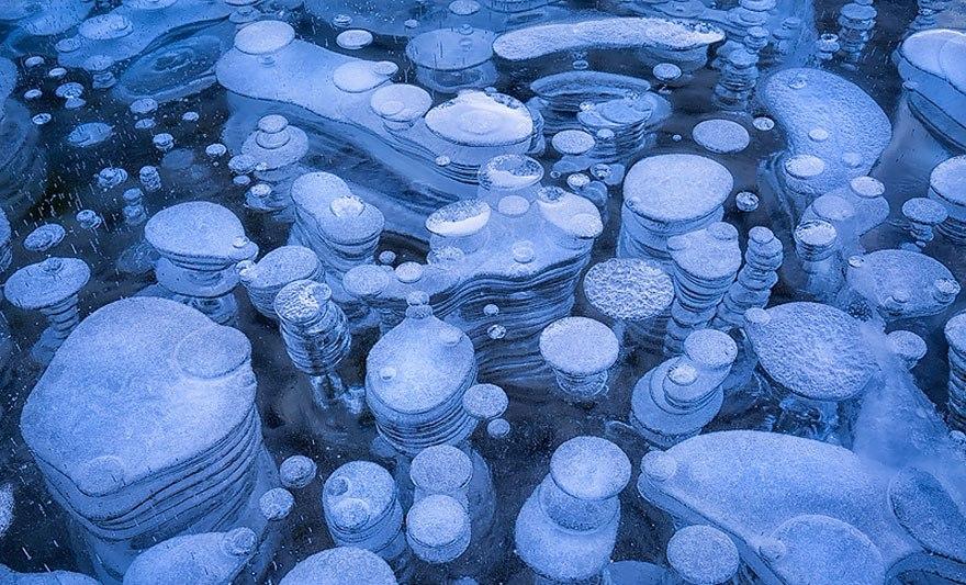 Метановые пузырьки во льду озера Abraham в Канаде