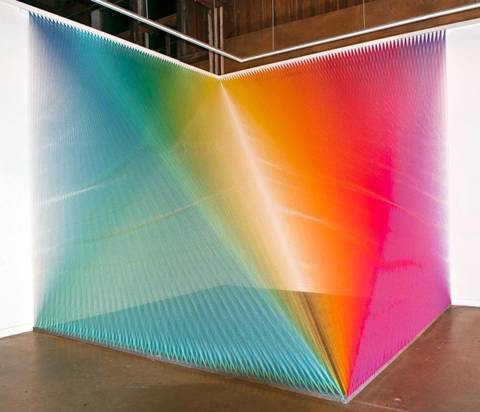 Вся цветовая радуга из инсталляции