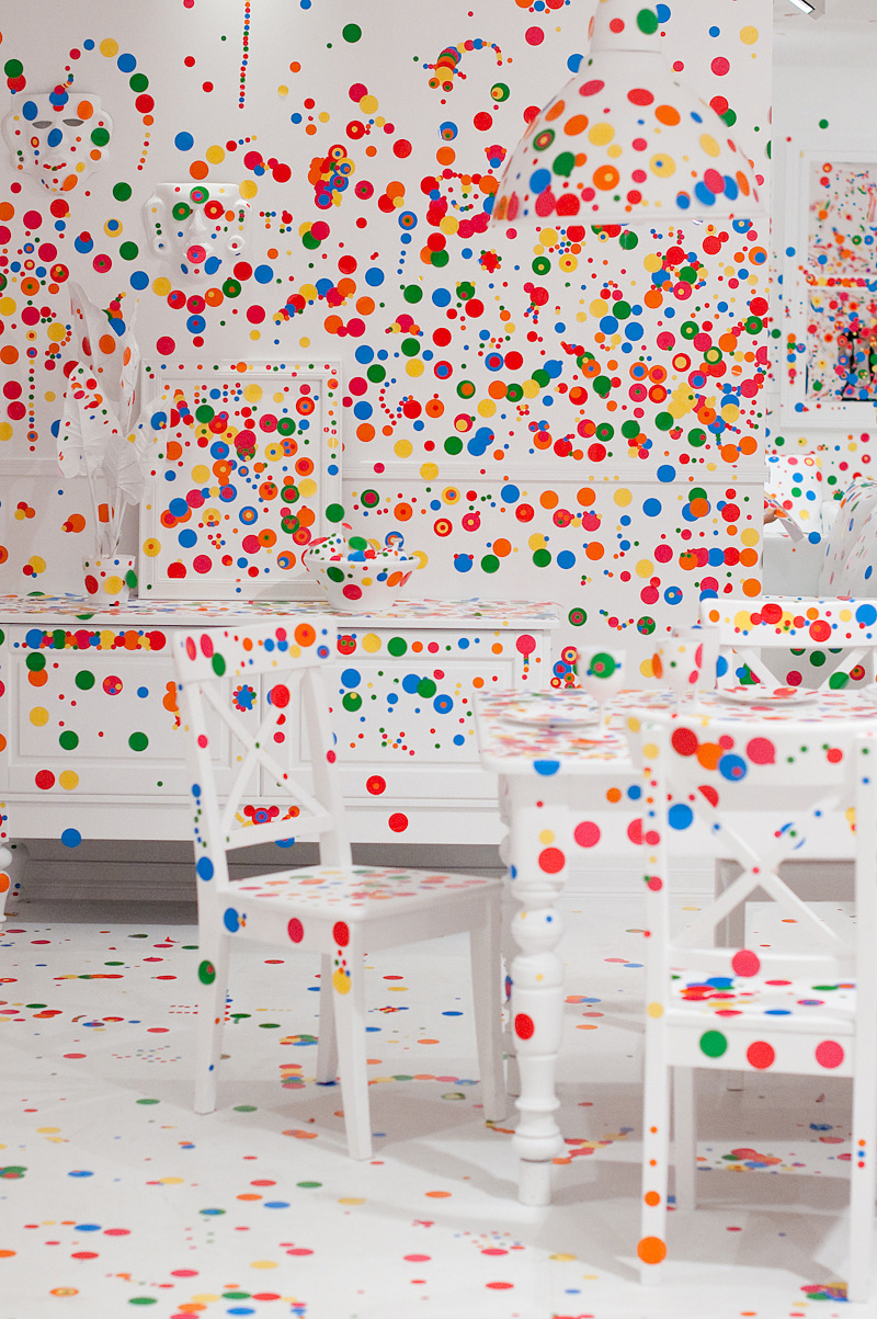 Все поле усыпанное разноцветными кружочками