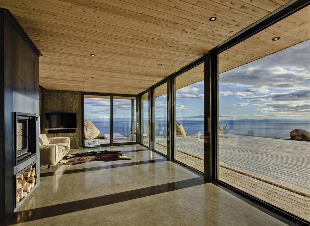 Дома с большими окнами в пол