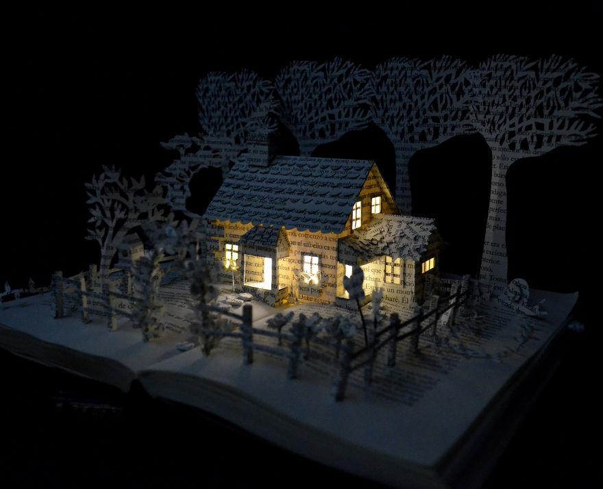 Миниатюрный домик в поле