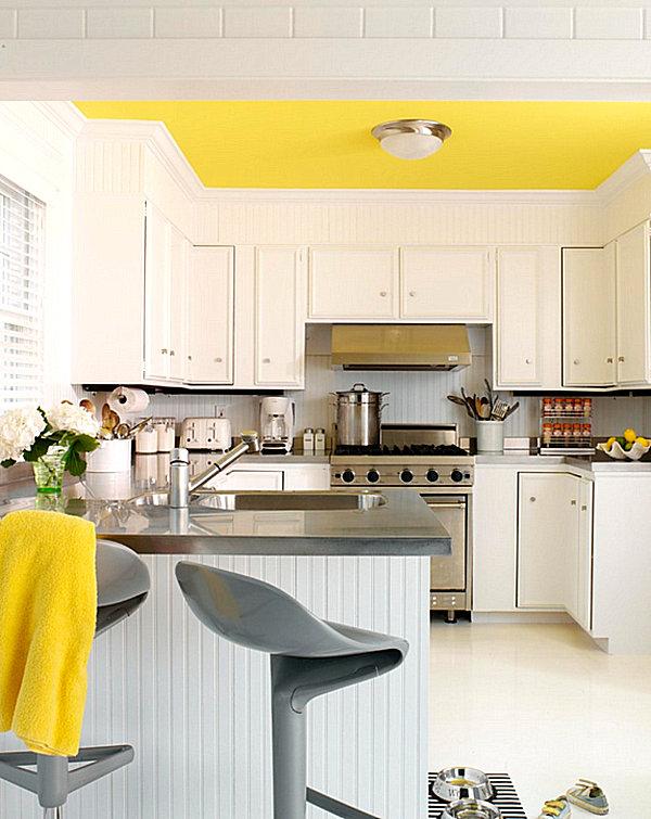 Желтый потолок и плед