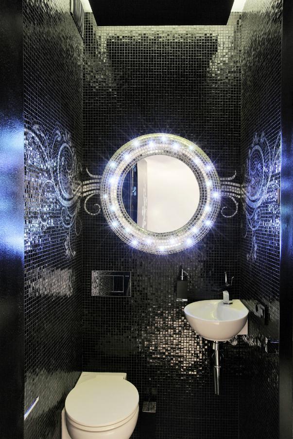 Круглое зеркало в интерьере ванной комнаты