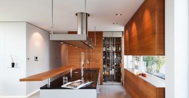 Светильник в интерьере кухни