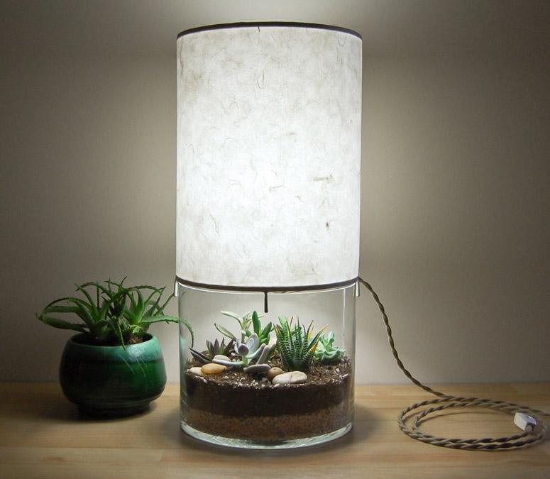 Уникальная лампа со стеклянным основанием в интерьере