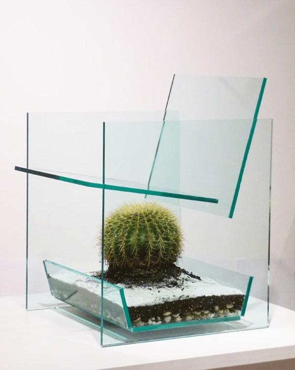Оригинальное кресло для отдыха с кактусом внутри