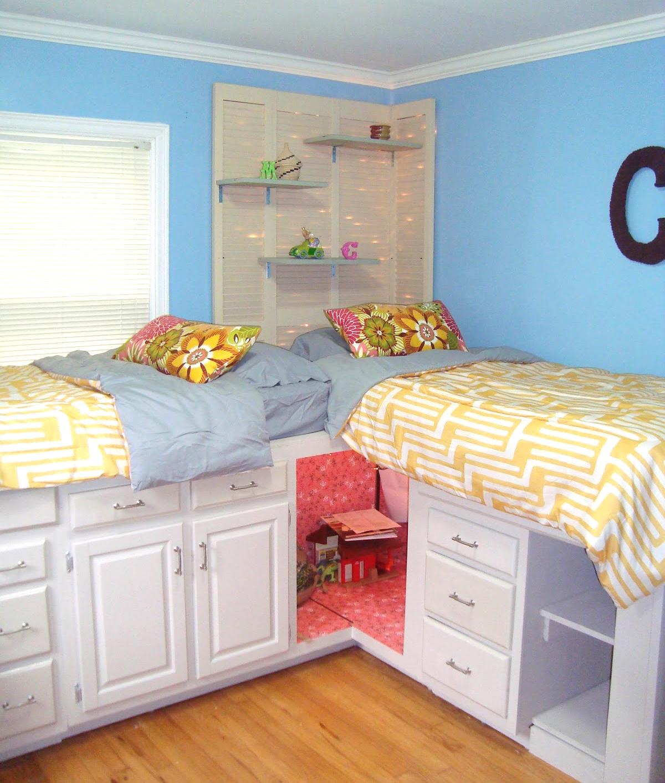 Оригинальное использование кухонного уголка в качестве двух местной кровати