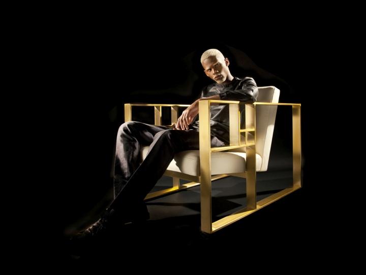 Бело-золотое кресло