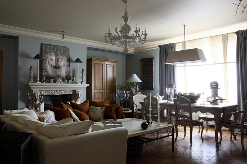 Совмещенный интерьер столовой с гостиной