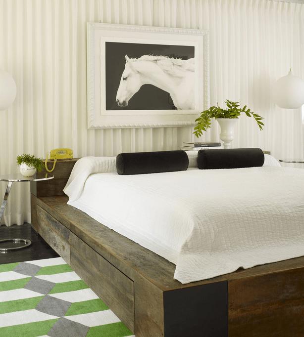 Деревянные ящики под кроватью