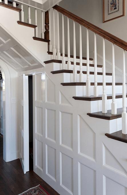 Белый шкаф под лестницей