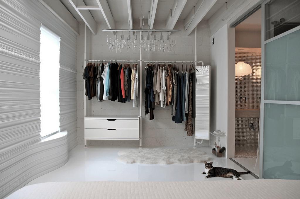 Белая система открытой гардеробной