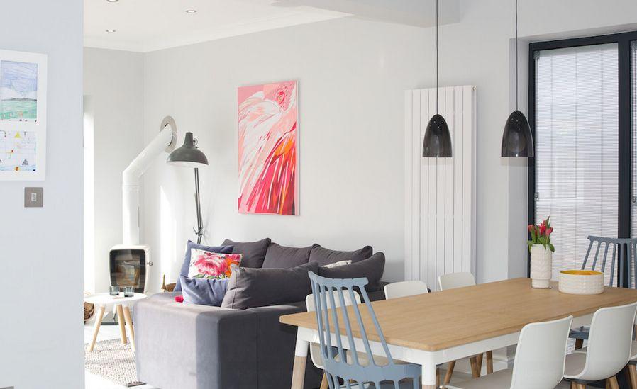 Угловой серый диван в интерьере