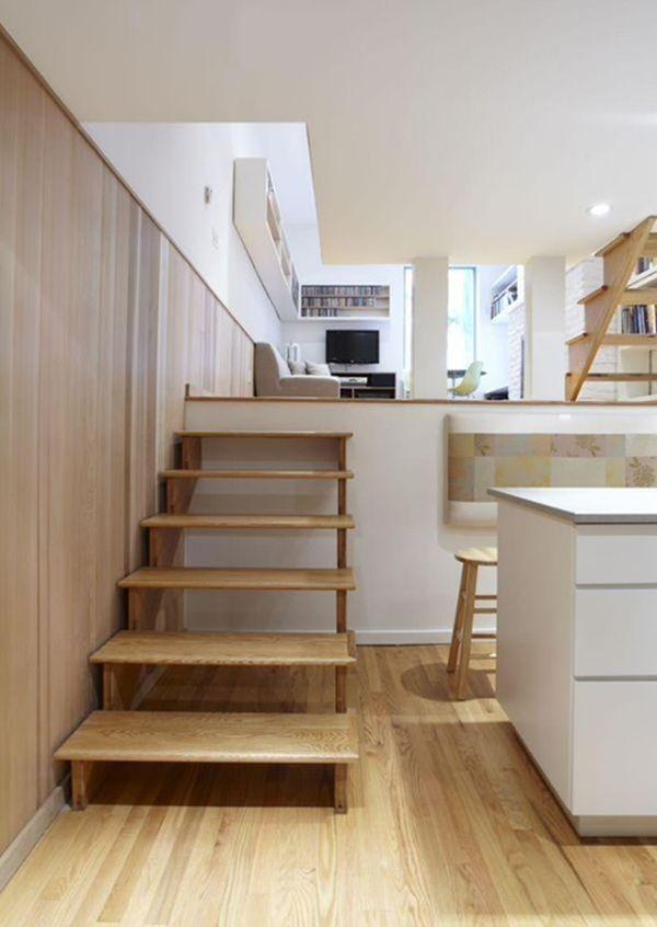Лестница в интерьере помещения