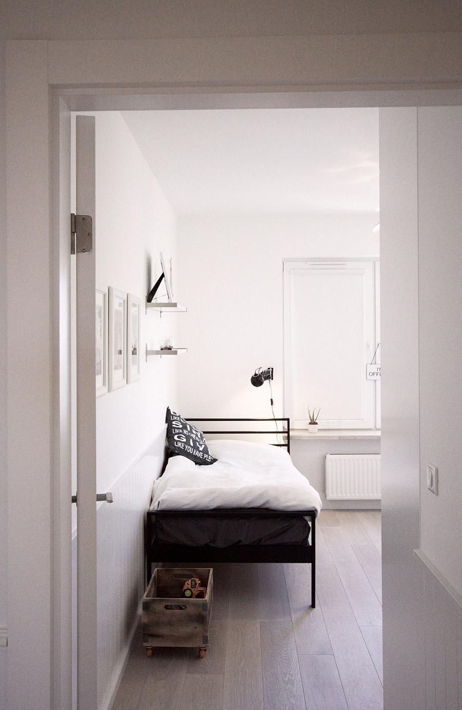 Белая кровать в интерьере