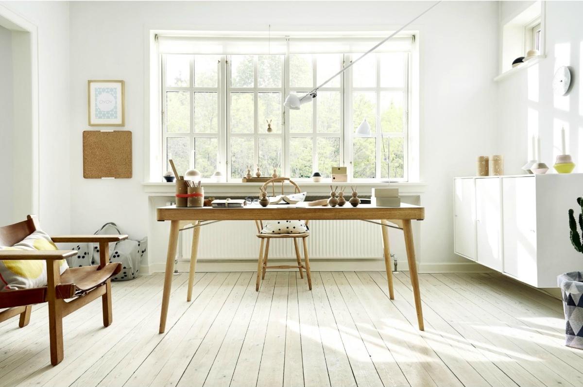 Деревянный стол для работы