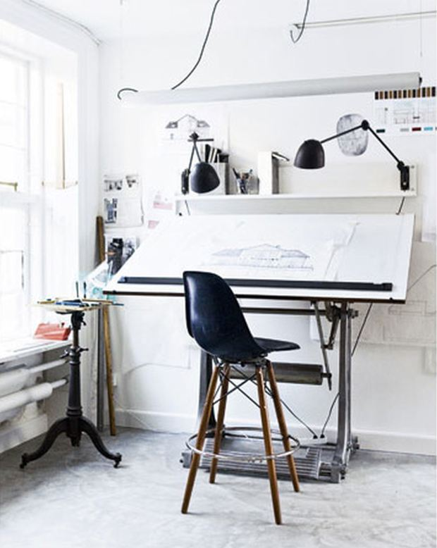 Стол для чертежа в интерьере