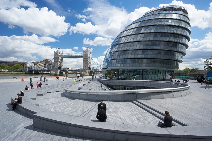 лондон здания рядом с огурцом функция термобелья