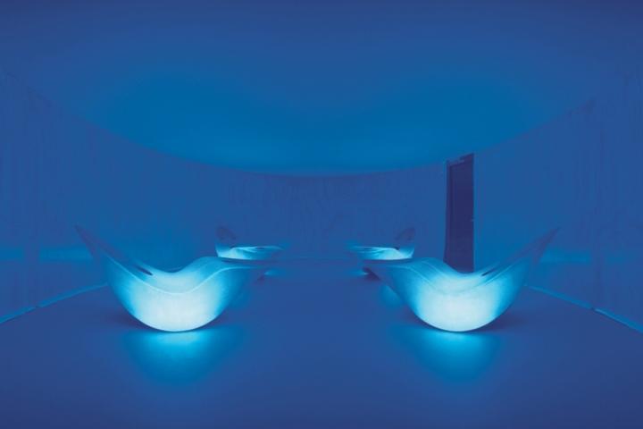 Подсветка в современных креслах