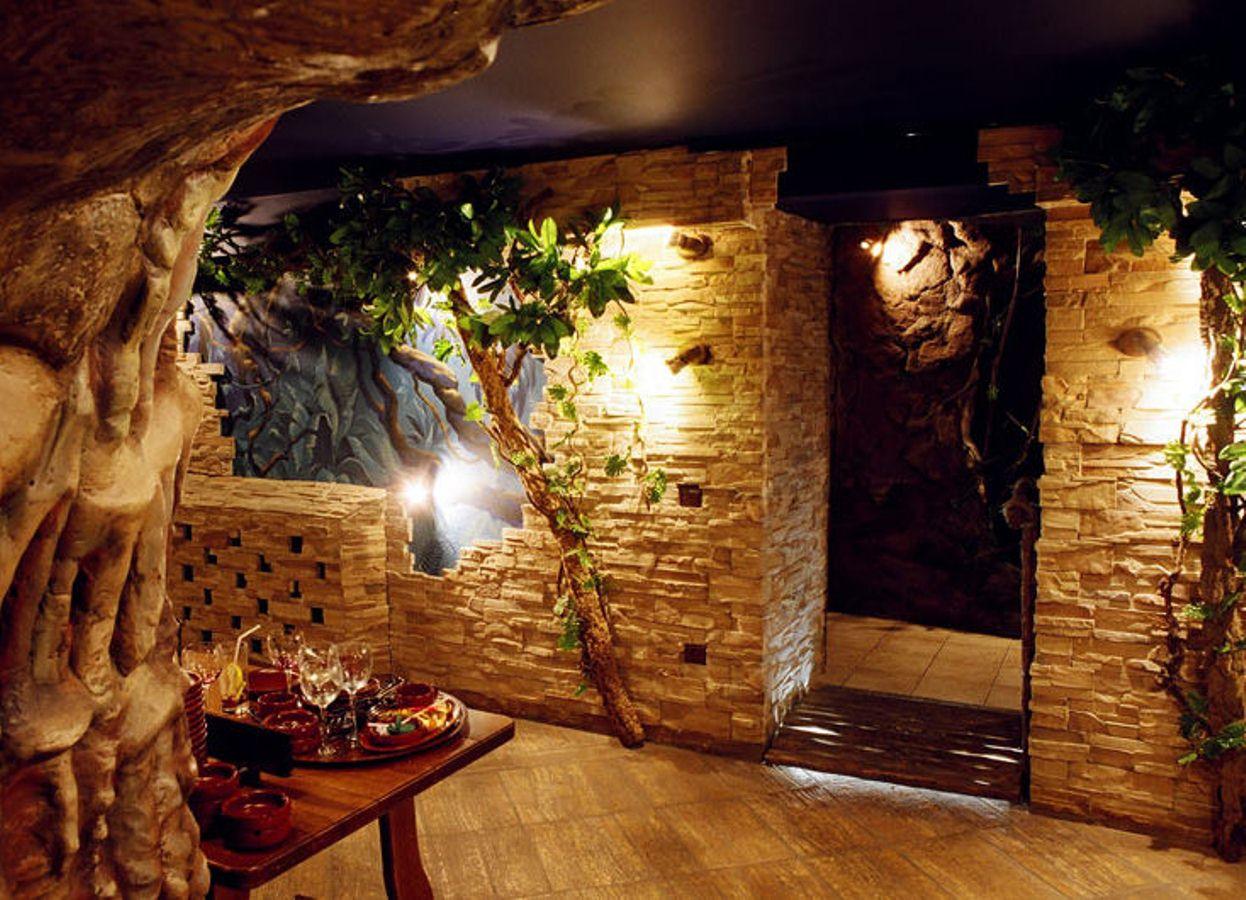 Замечательное оформление стен интерьера декоративным камнем