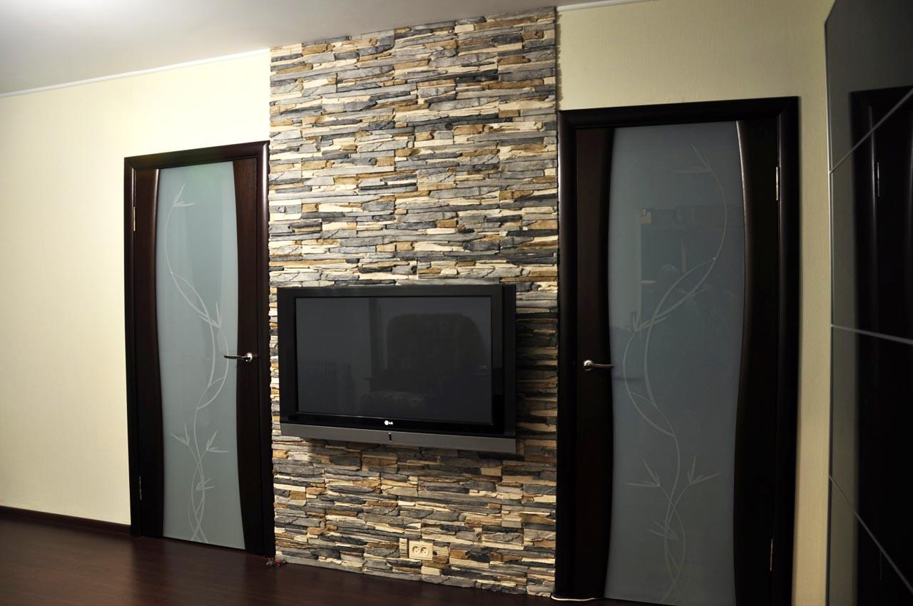 Удивительное оформление стен интерьера декоративным камнем