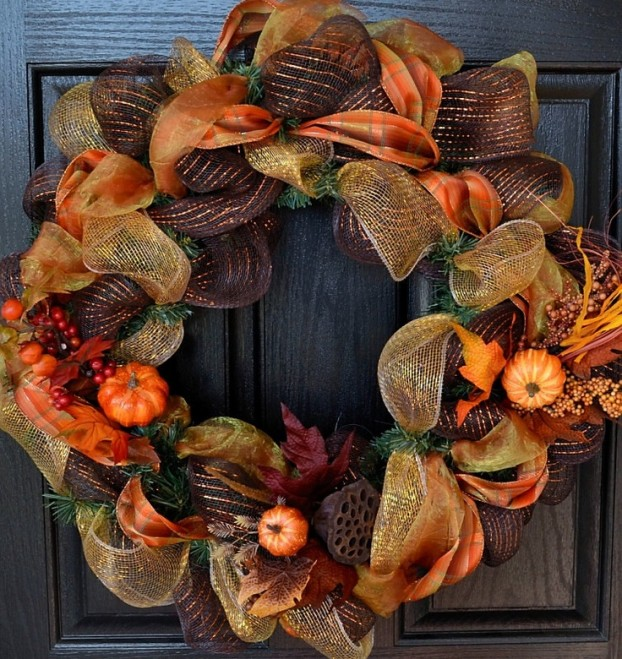 Осенний венок на дверях