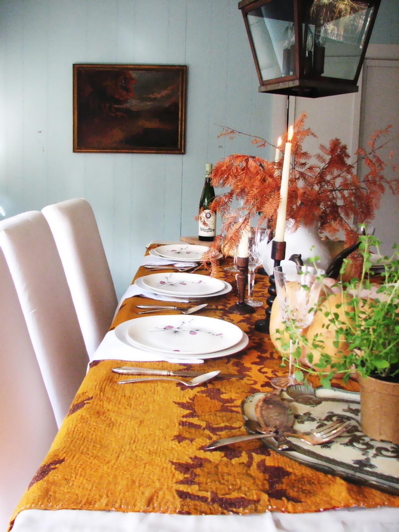 Прекрасный осенний декор в интерьере обеденной зоны