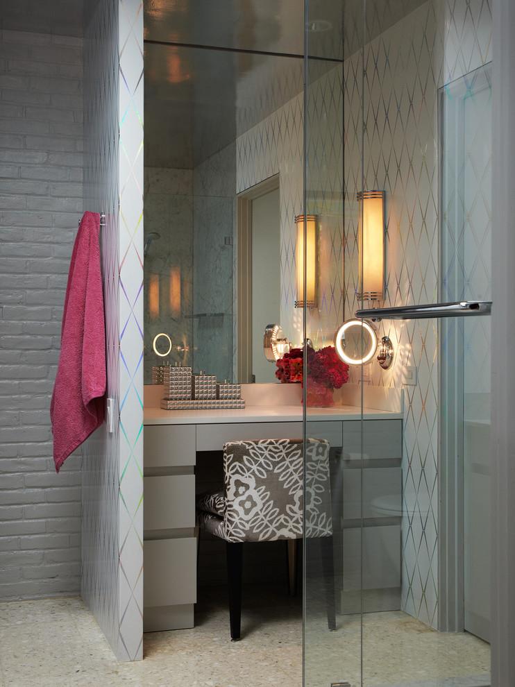 Красивая подсветка зеркала в ванной комнате