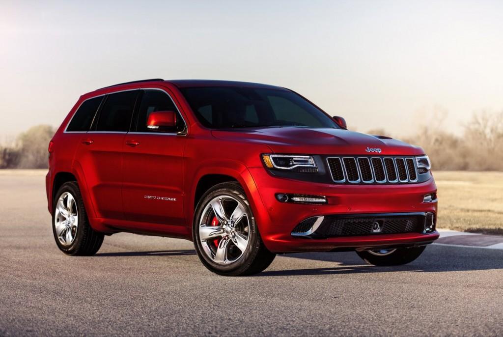 Красный Jeep Grand Cherokee 2014