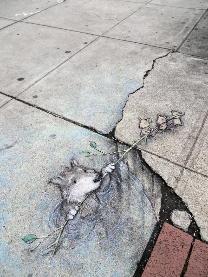 Рисунок волка на асфальте
