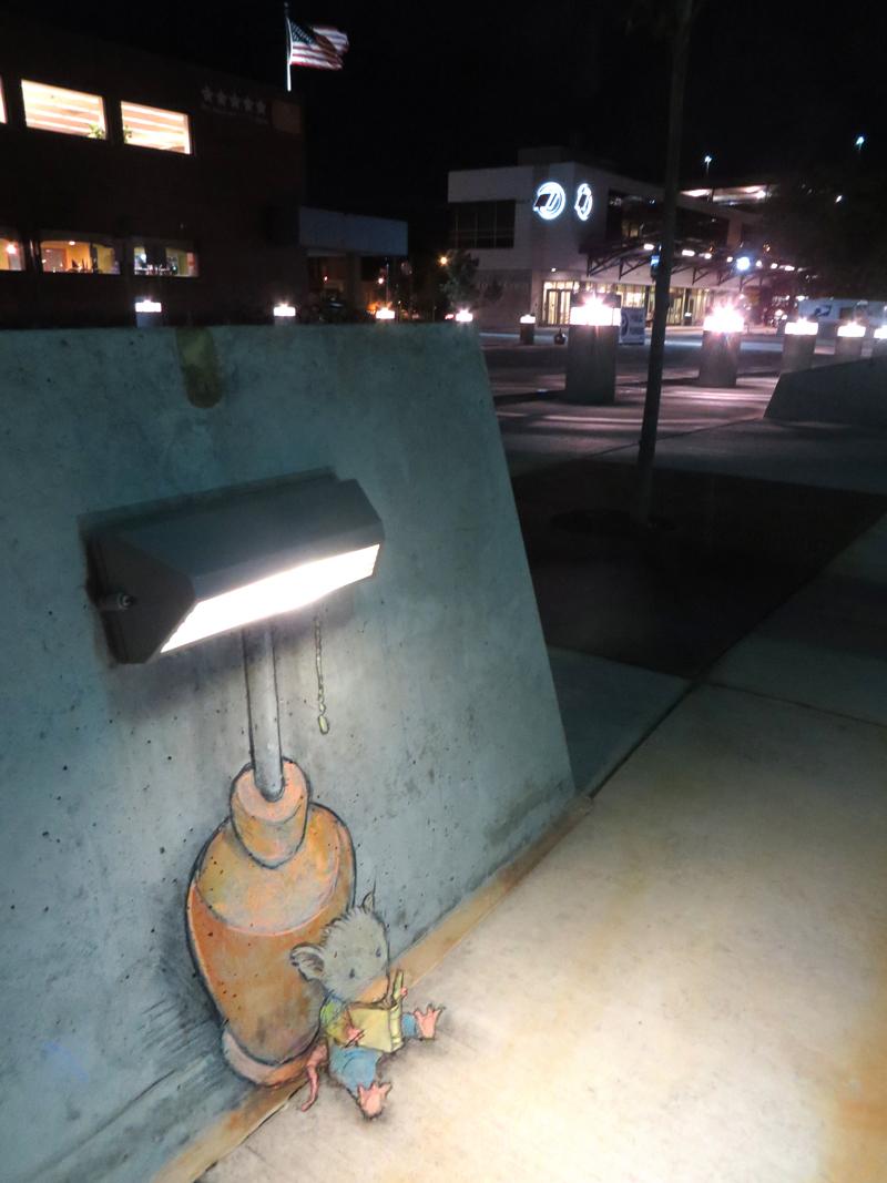 Рисунок мышки на асфальте