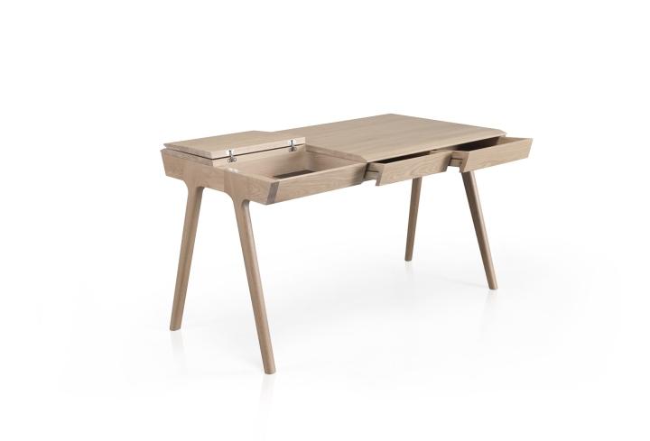 Многофункциональный стол из дерева
