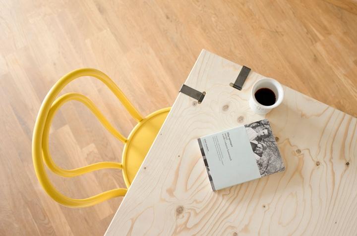 Деревянная столешница дизайнерского стола