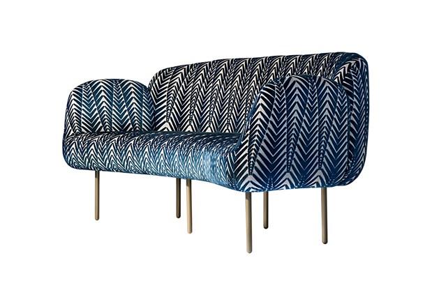 Абстрактный рисунок на диване