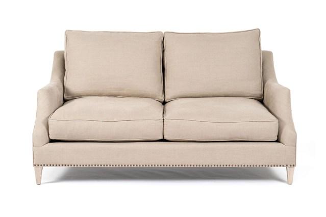 Молочный цвет обивки дивана